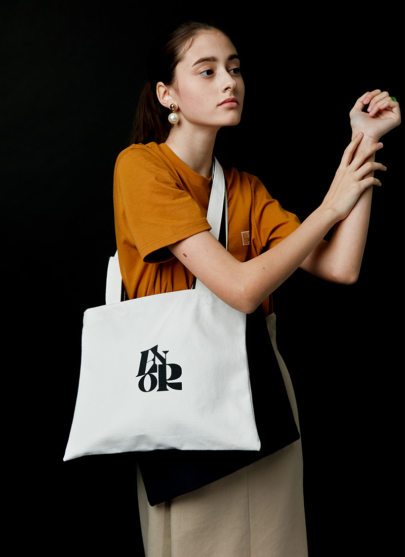 SIGNATURE EMBLEM CANVAS BAG - 2color