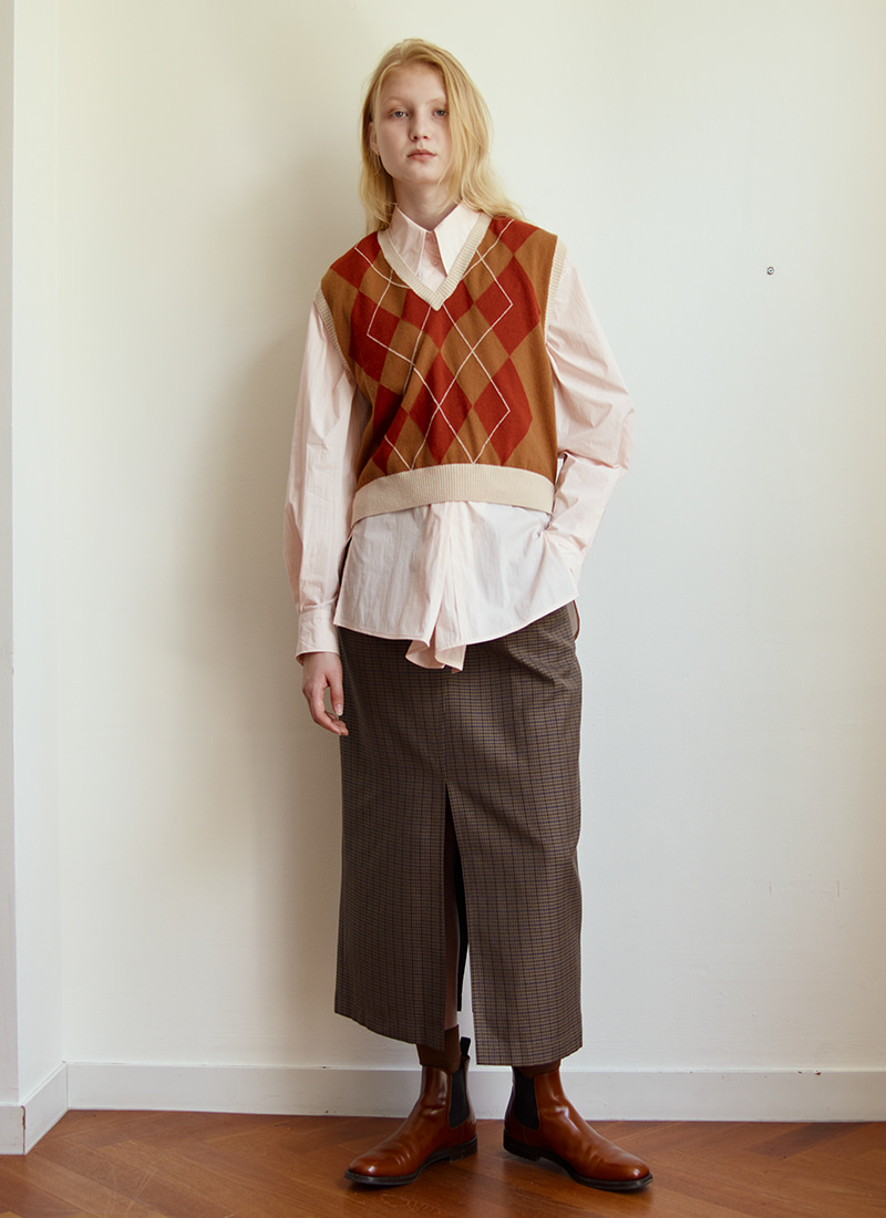 (2/3 예약배송) V NECK ARGYLE SHORT VEST - CAMEL