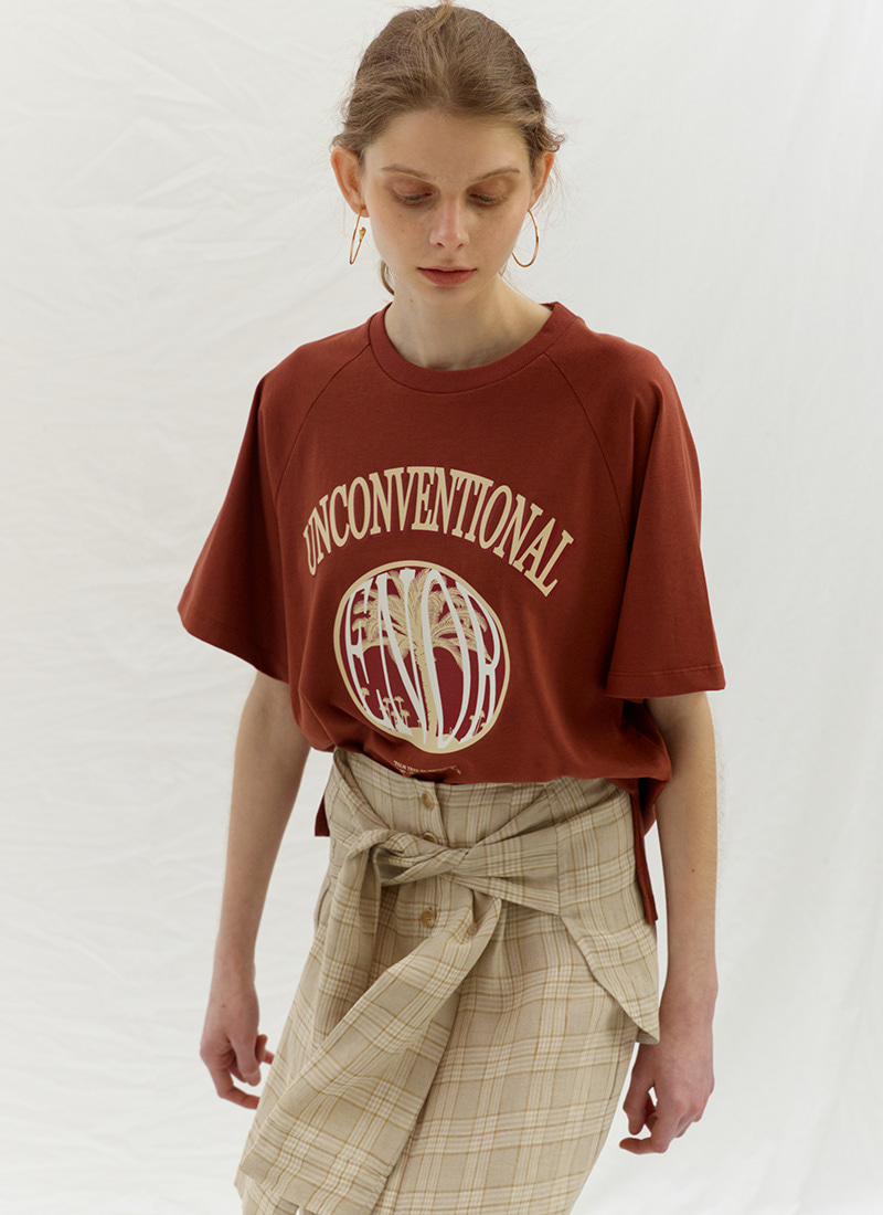 UNCONVENTIONAL T-SHIRT - BROWN